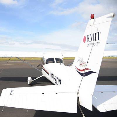 RMIT logo on the rear of a white Cessna 172S Skyhawk SP