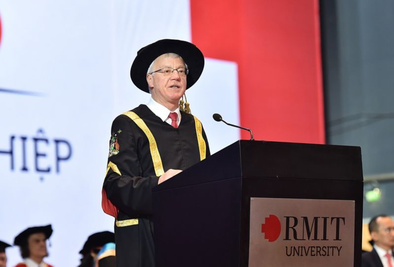 Newly appointed RMIT Vietnam Chairman Professor Peter Coloe congratulated all graduates on their achievement.