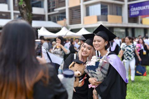 news-thumbnail-rmit-vietnam-class-of-2019-graduates-with-pride.jpg