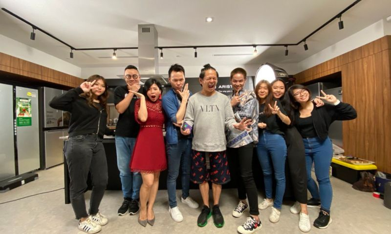 Co-founders Pei wen (in red), and William Seow with Singapore celebreties, Dennis Chew and Gin Moh, surrounded by staff