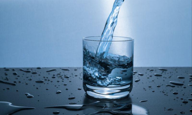 news_drinking_water_glass
