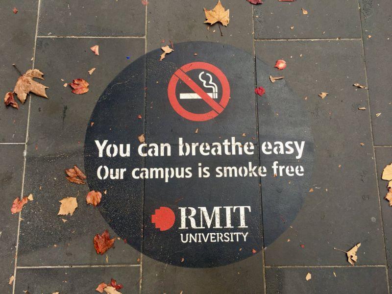 No smoking campus sign.
