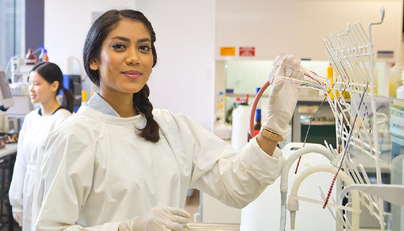 Woman working in science lab.